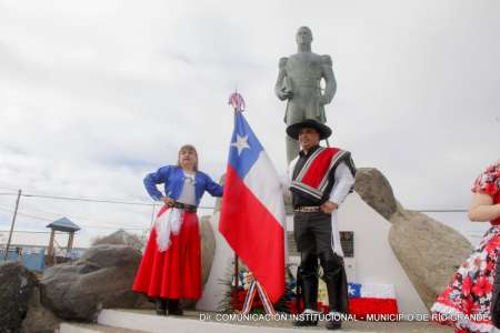 Melella encabezó el acto por los 208 años de la Independencia de Chile