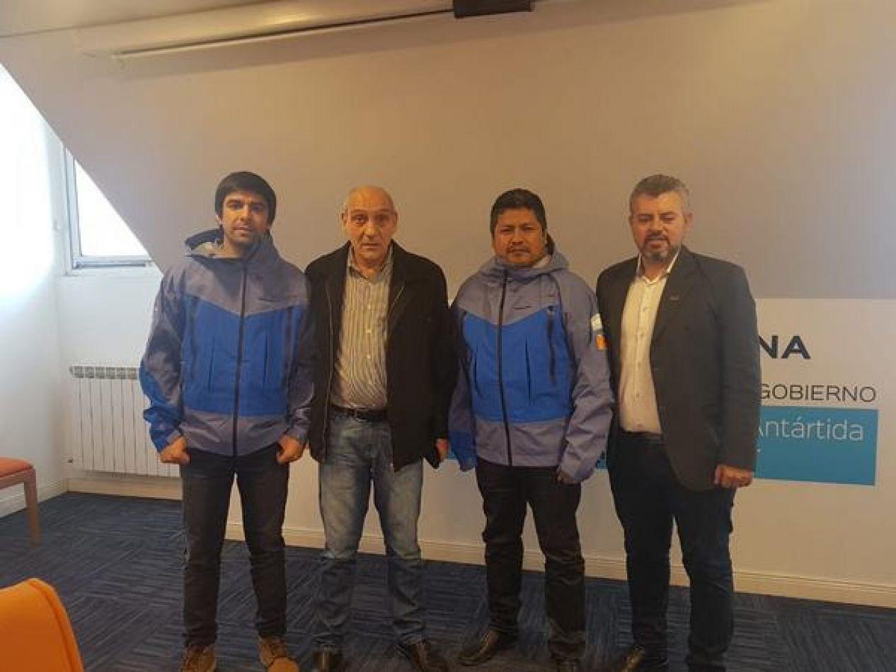 Funcionarios de Gobierno junto a docentes preseleccionados para viajar a la Antártida